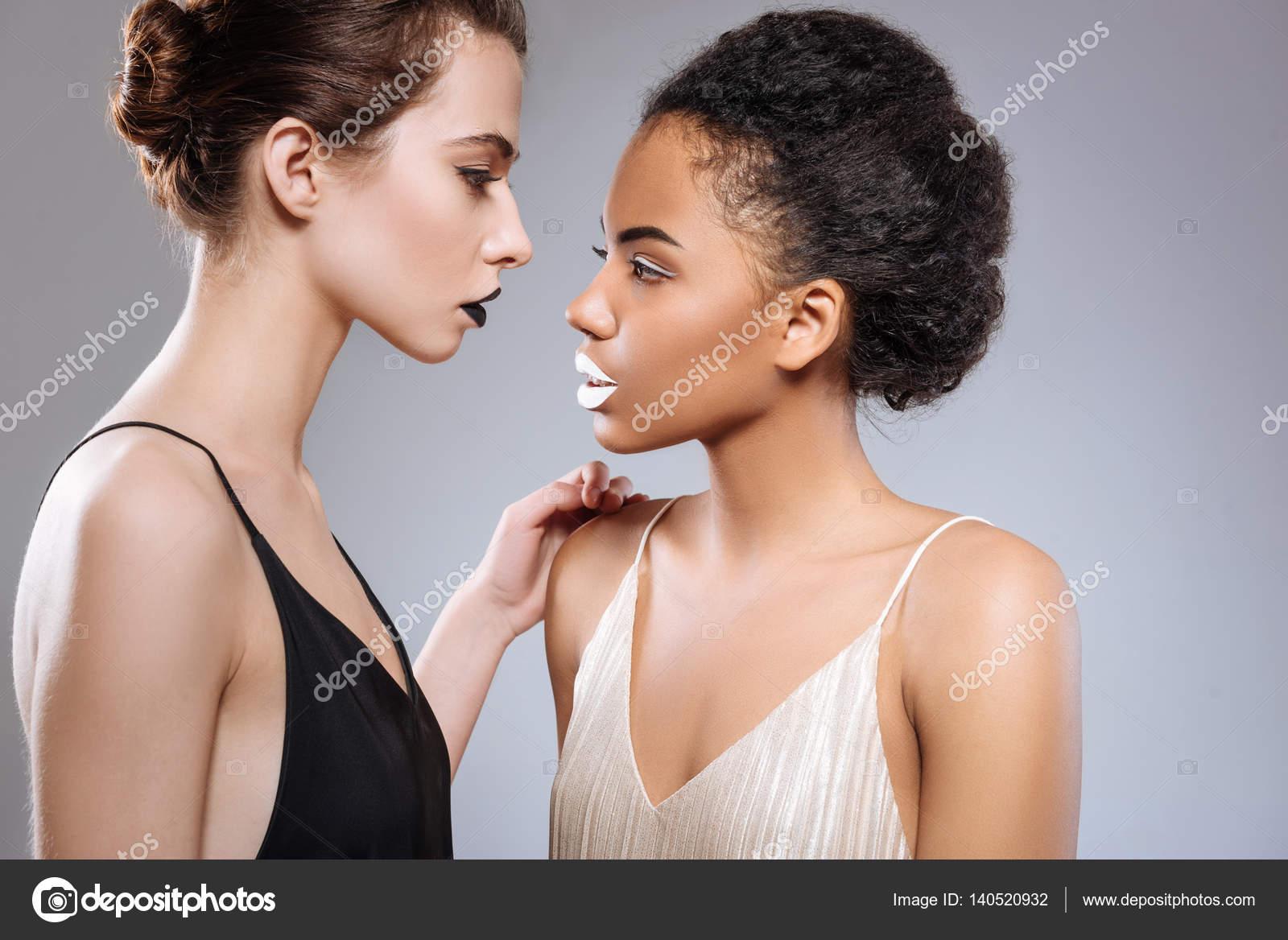 Λεσβιακό σαγηνεύει νεαρά κορίτσια