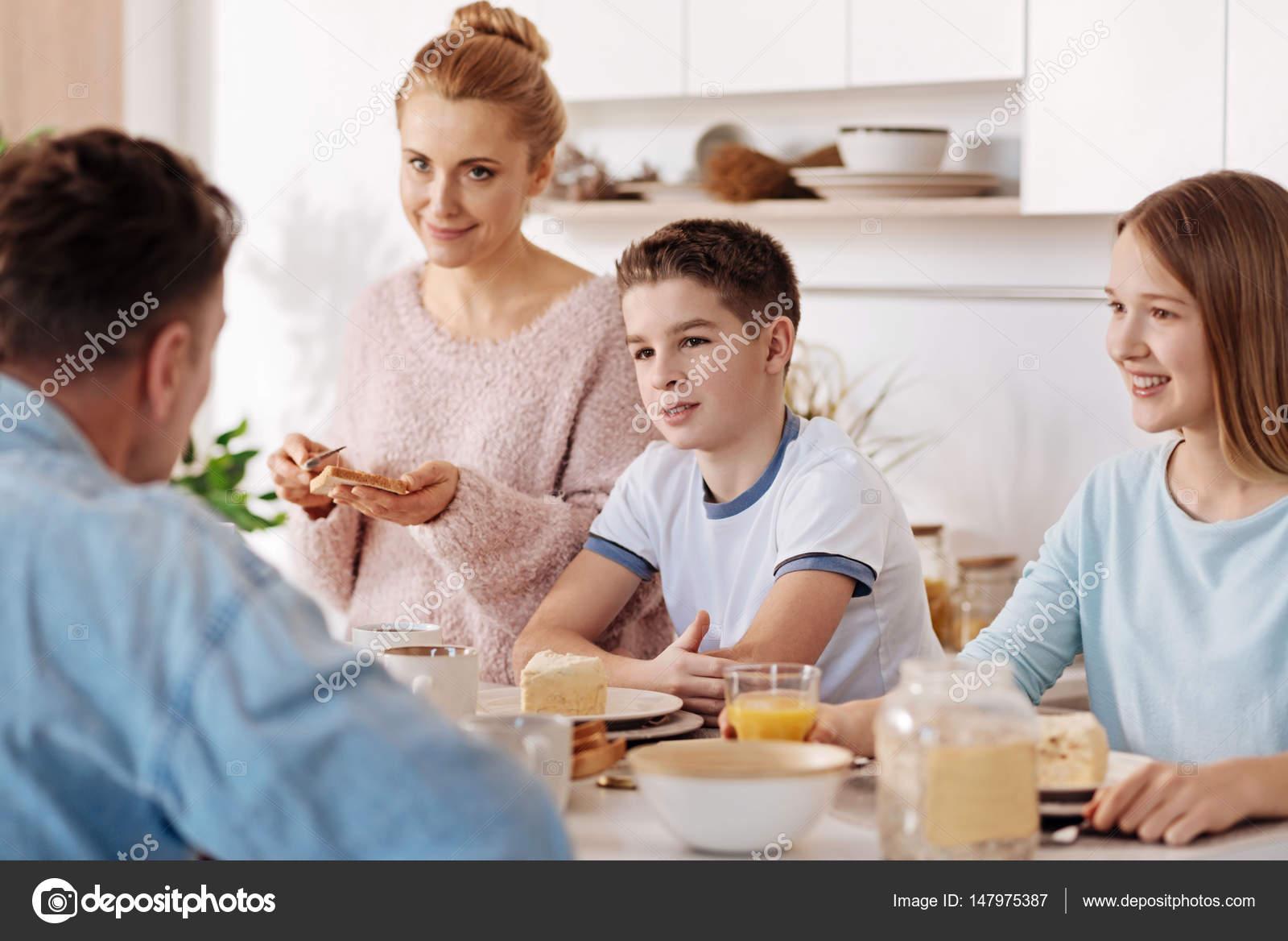 Imágenes: Niños Hablando Con Sus Padres