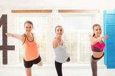 Skupina žen během cvičení