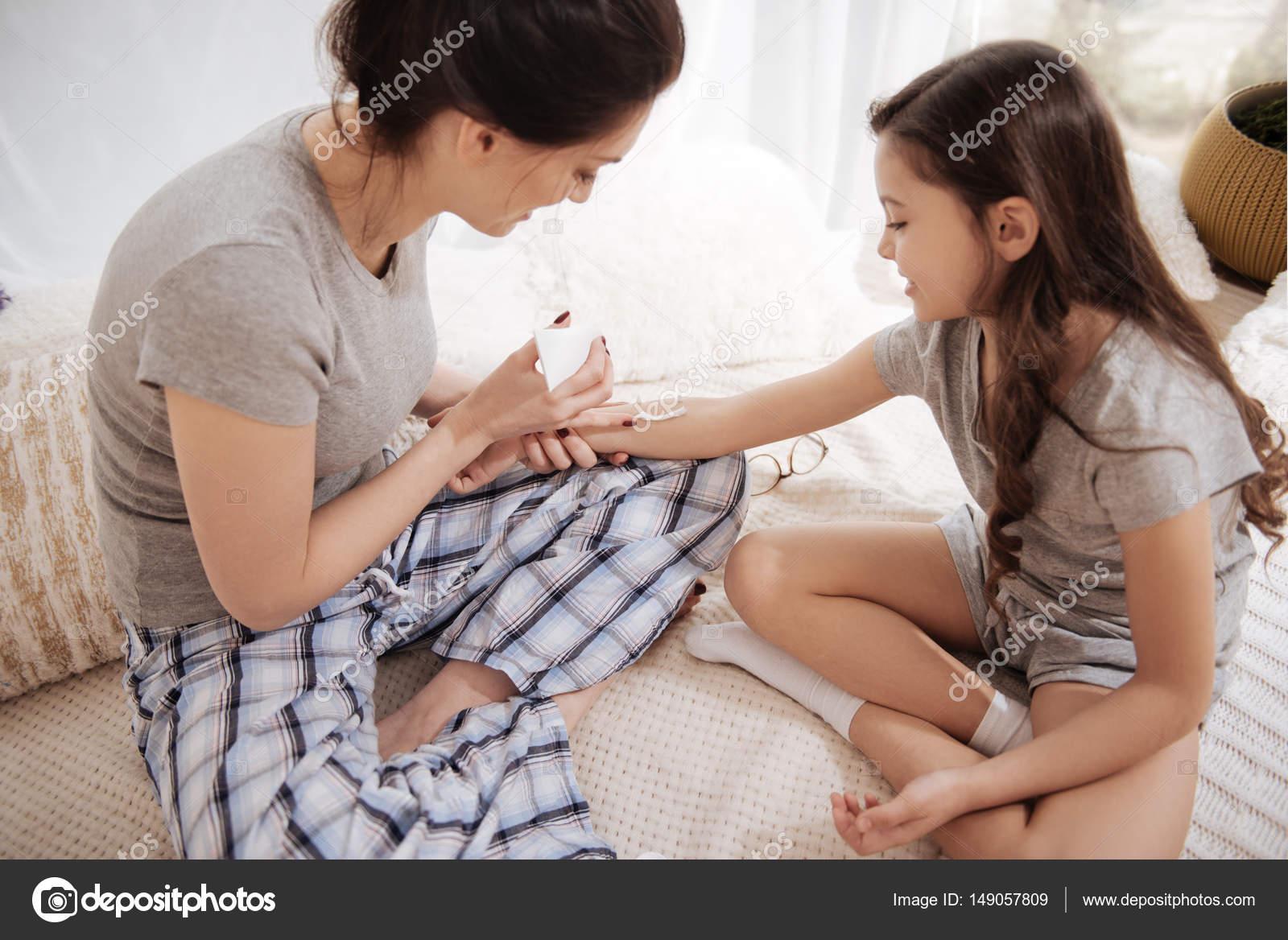 mamma insegnare figlia per sesso gli uomini bianchi scopano la figa nera