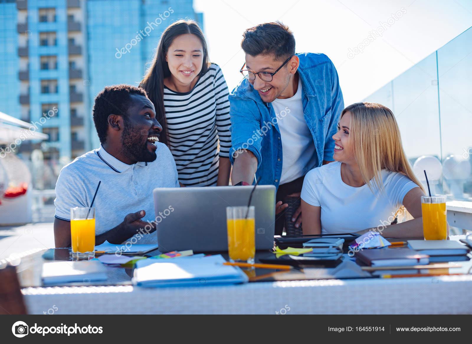 Imagenes De Personas Trabajando En Equipo: Imágenes: Personas Preguntando Algo