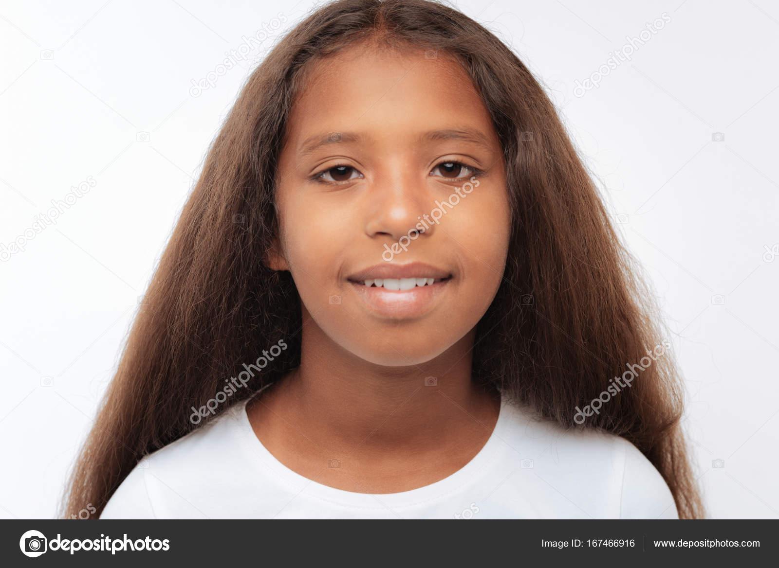 portrait d'une fille assez jeune avec les cheveux auburn