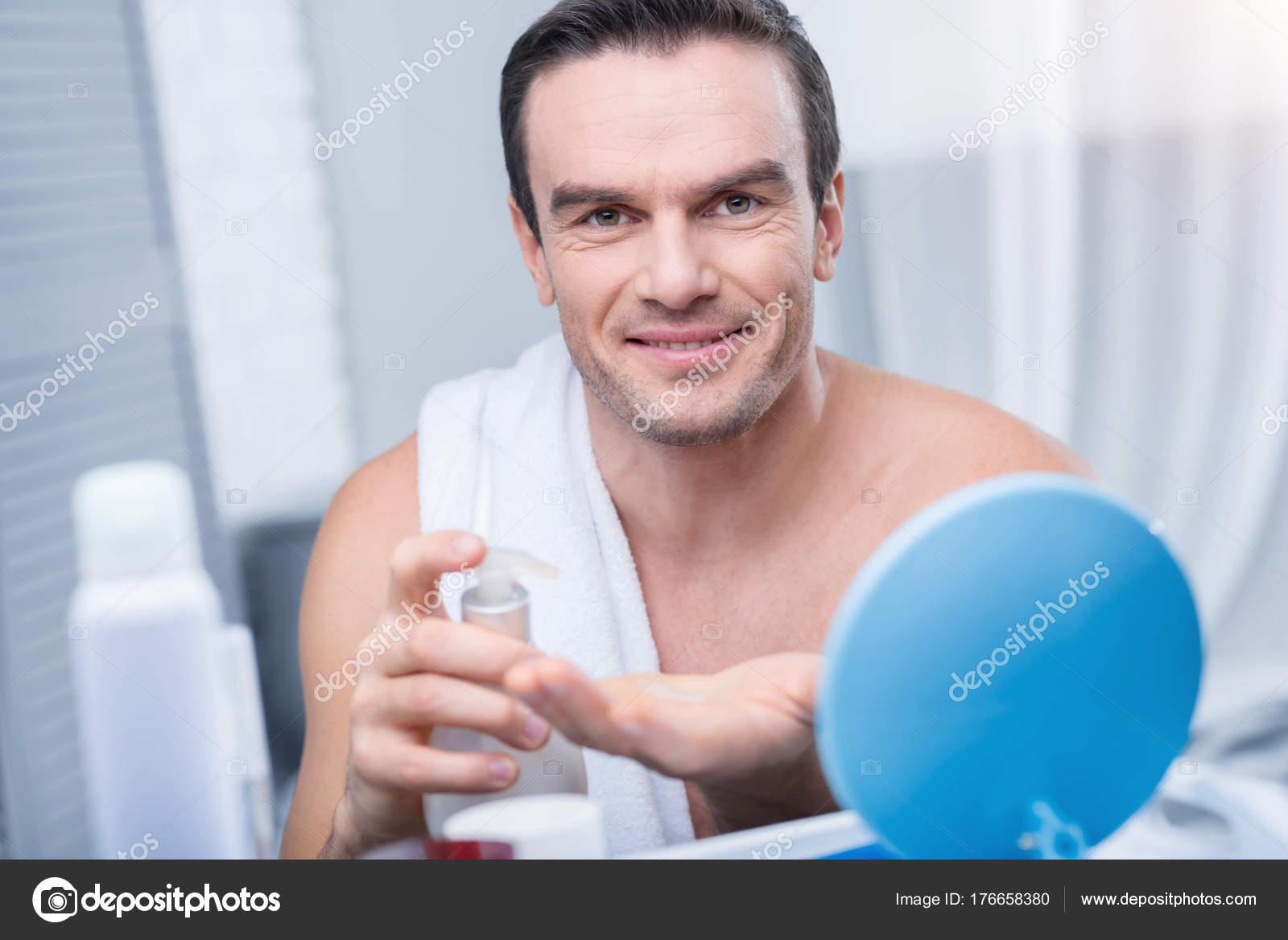 Guter Aussehender Brünette Mann Beginnt Seine Morgen