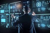 Fotografia Programmatore esperto sentirsi bene durante lutilizzo di occhiali a realtà virtuale