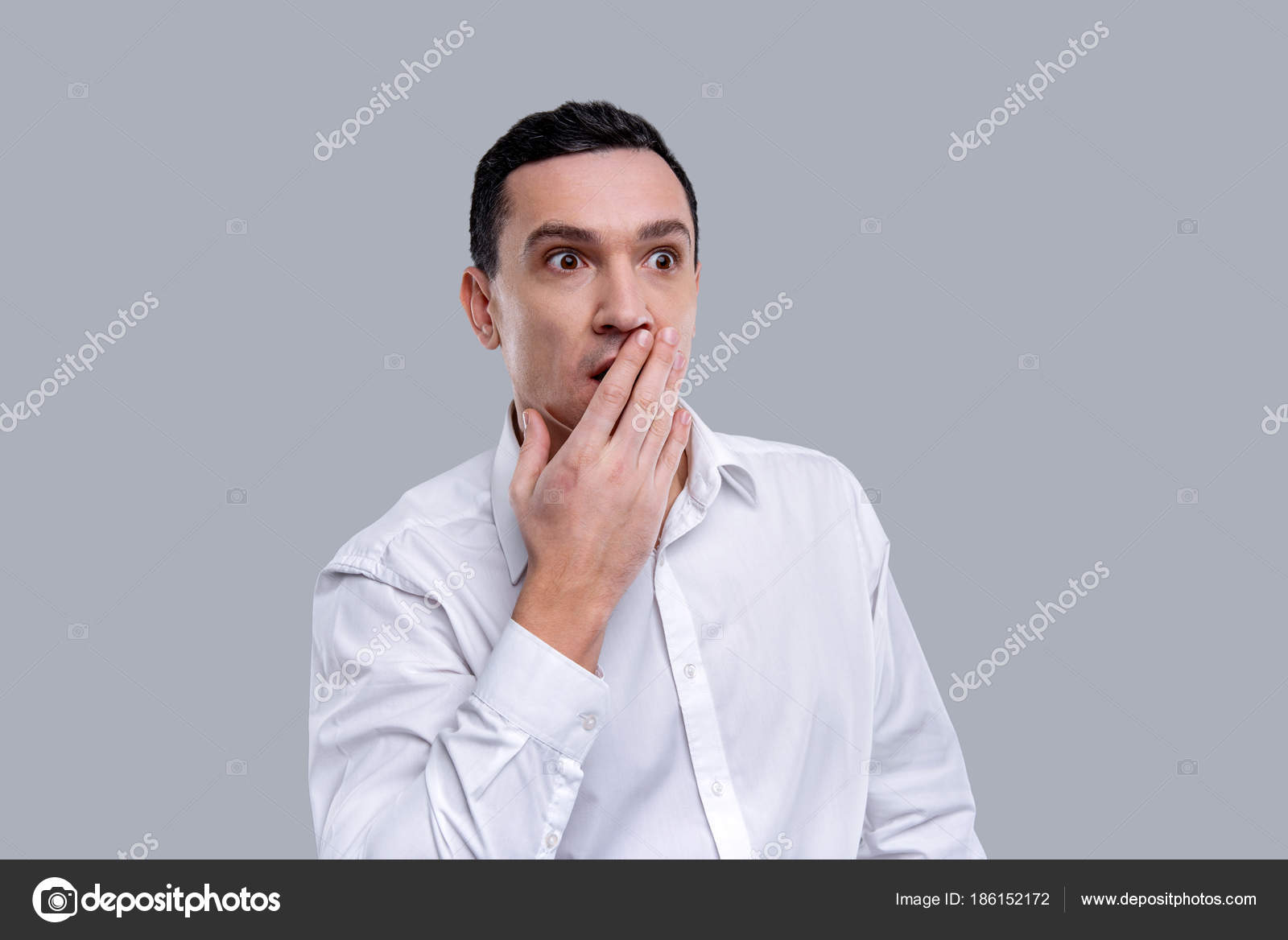 Überrascht Man den Mund mit einer Hand schließen — Stockfoto ...