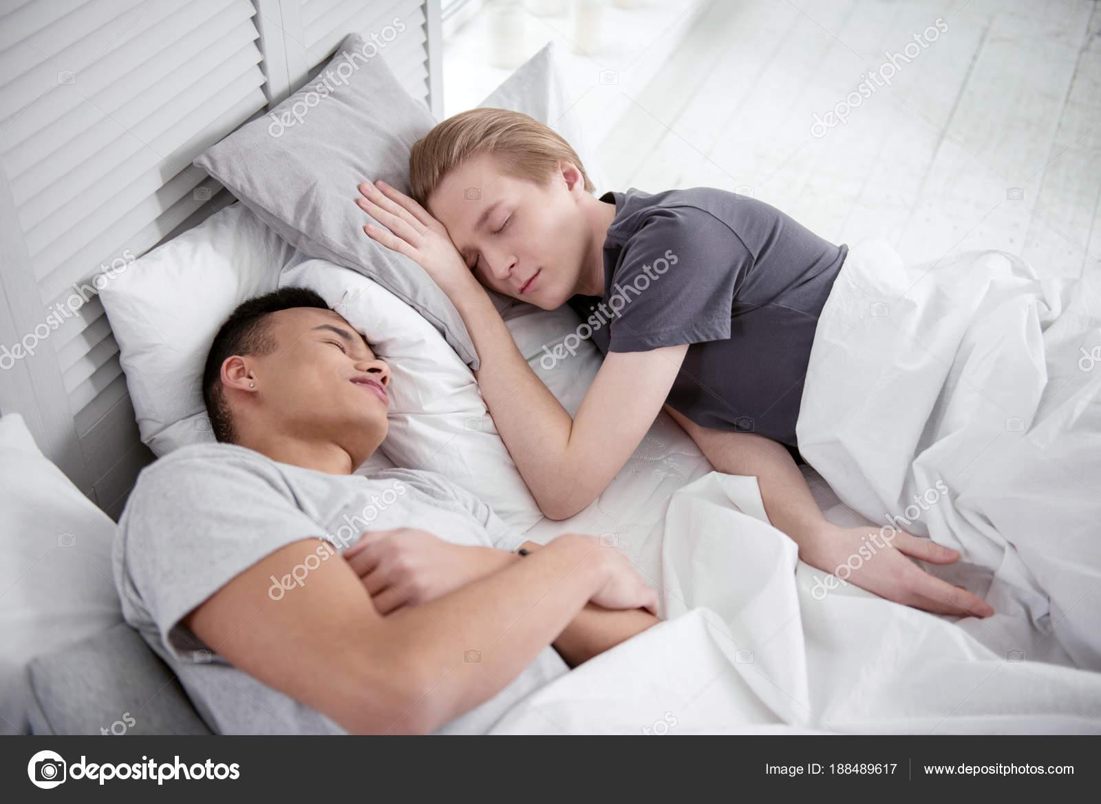 HD Sex · Meleg Aludni · Cumizás, Gesztenyebarna, Krémes süti, Láb, Lábszex, Nagylány, Fehérnemű, Vékony 36:18.