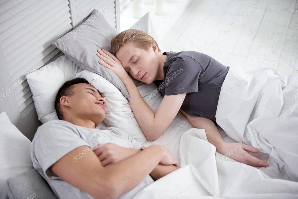 sonno gay