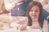 Fotografie Kleinliche kleine Dame zu Hause