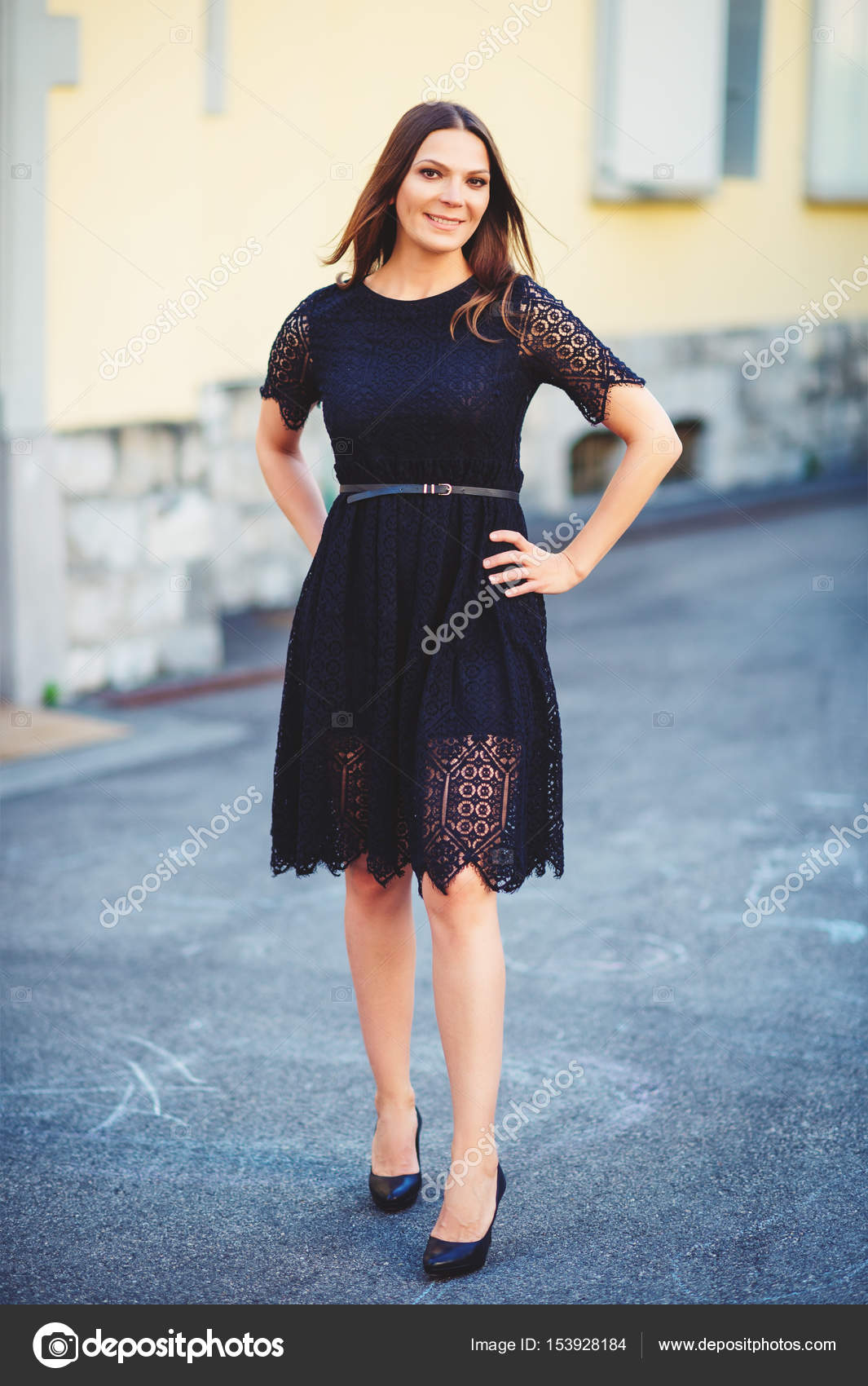 Idea Brunette black lace dress