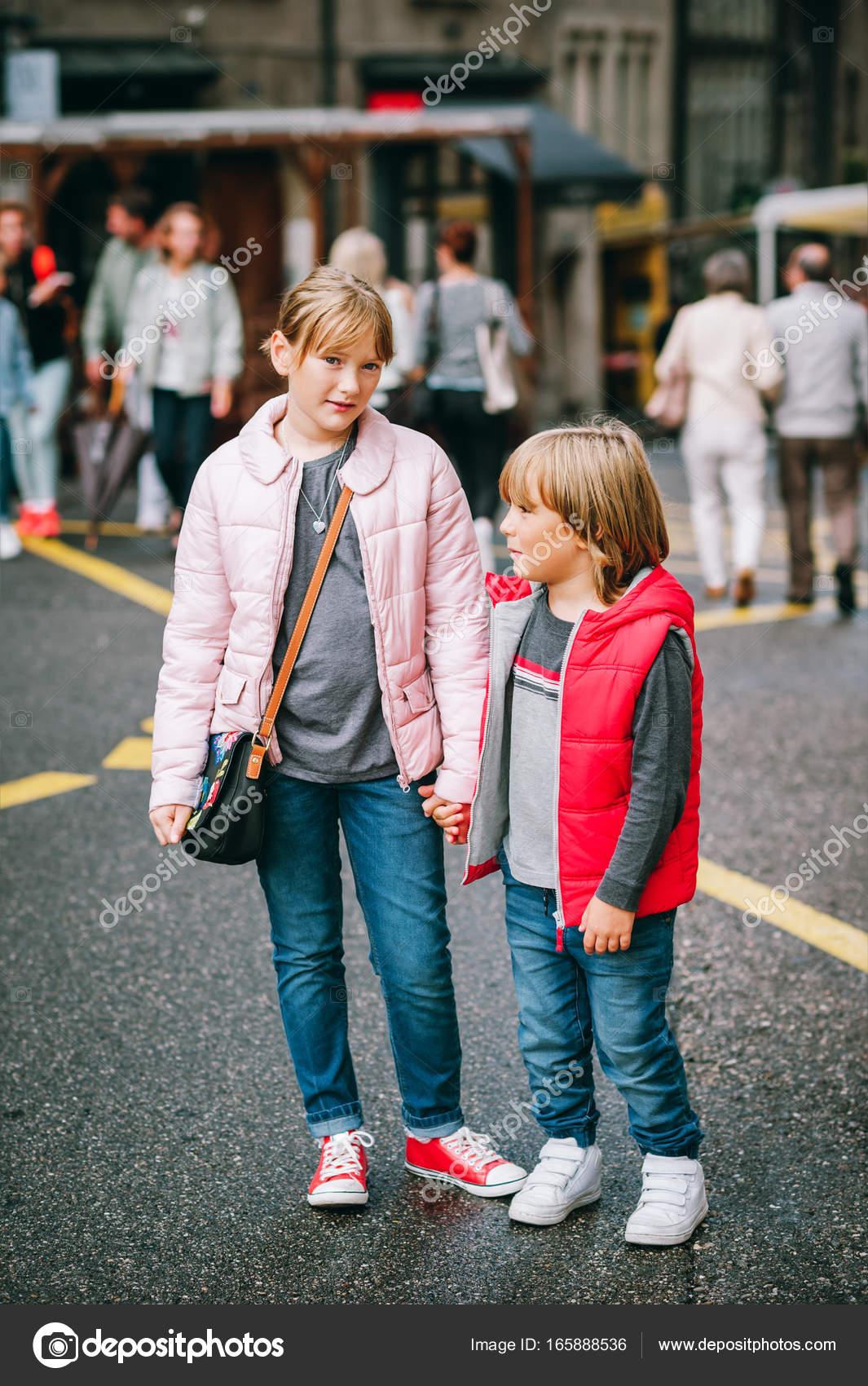 Habían Niños Para Y Calle Con Moda La Muchacho De Muchacha OvxqWwFT