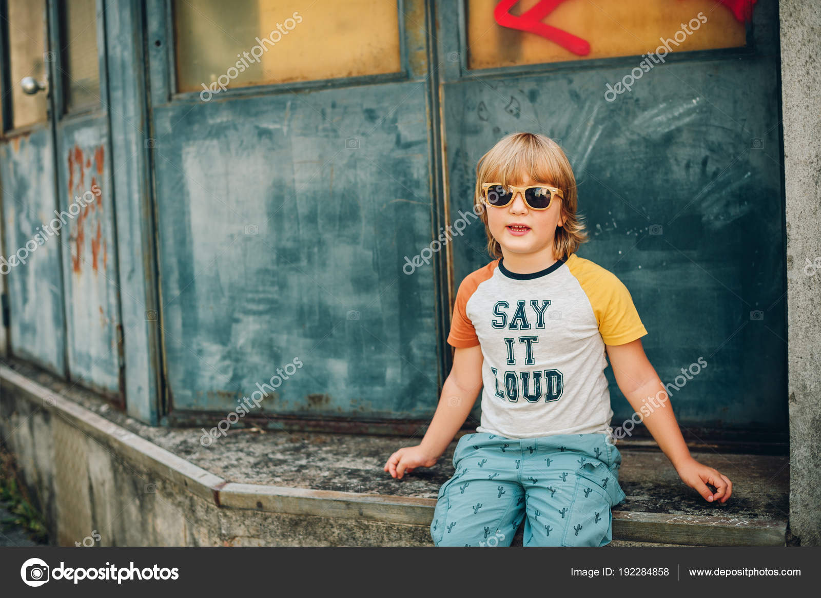 980d76f1a739 Outdoor Portrait Funny Little Boy Wearing Sunglasses Shirt Sign Say — Stock  Photo
