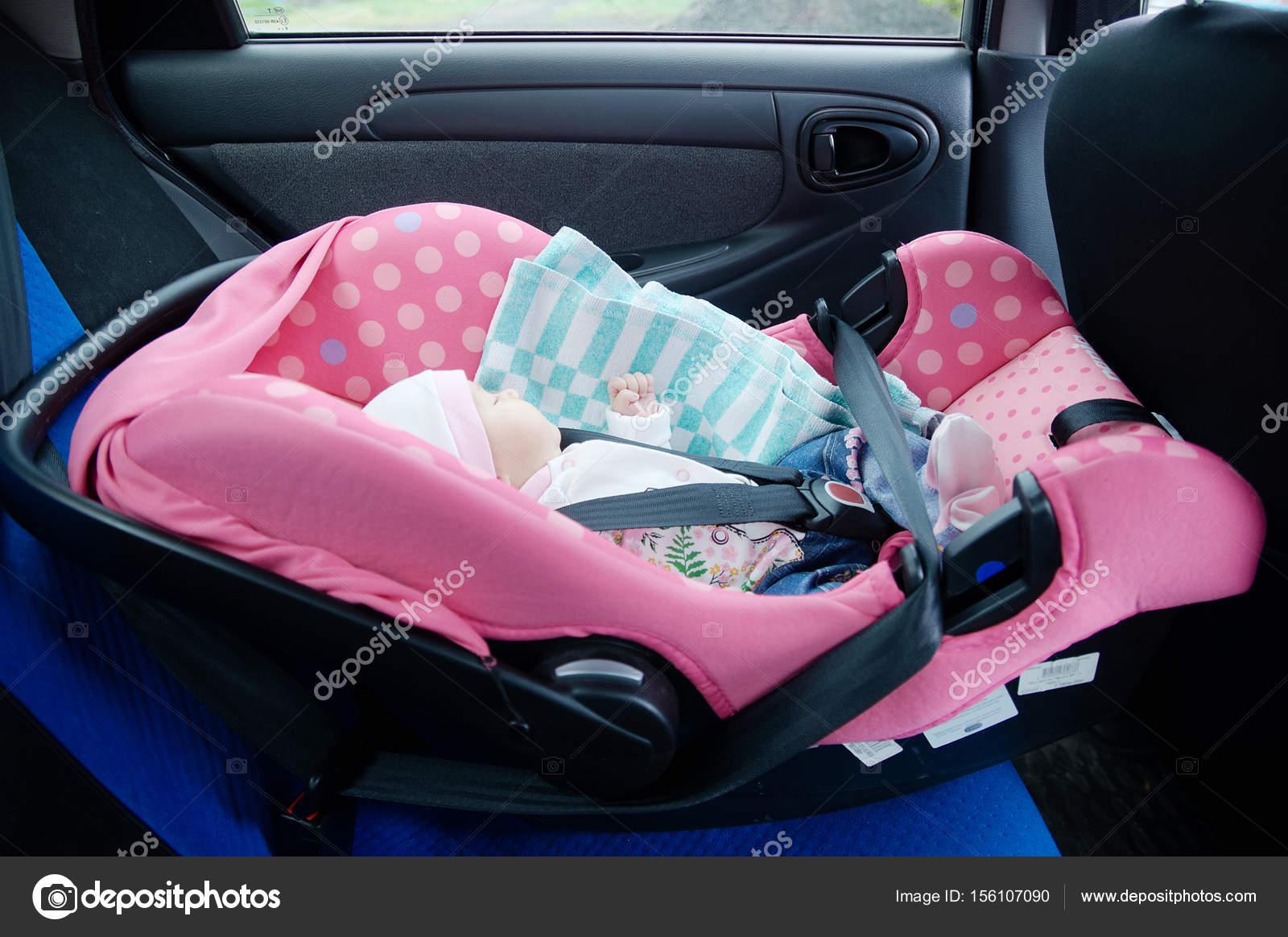 Neugeborene Schlafen Im Autositz Das Sicherheitskonzept Säugling