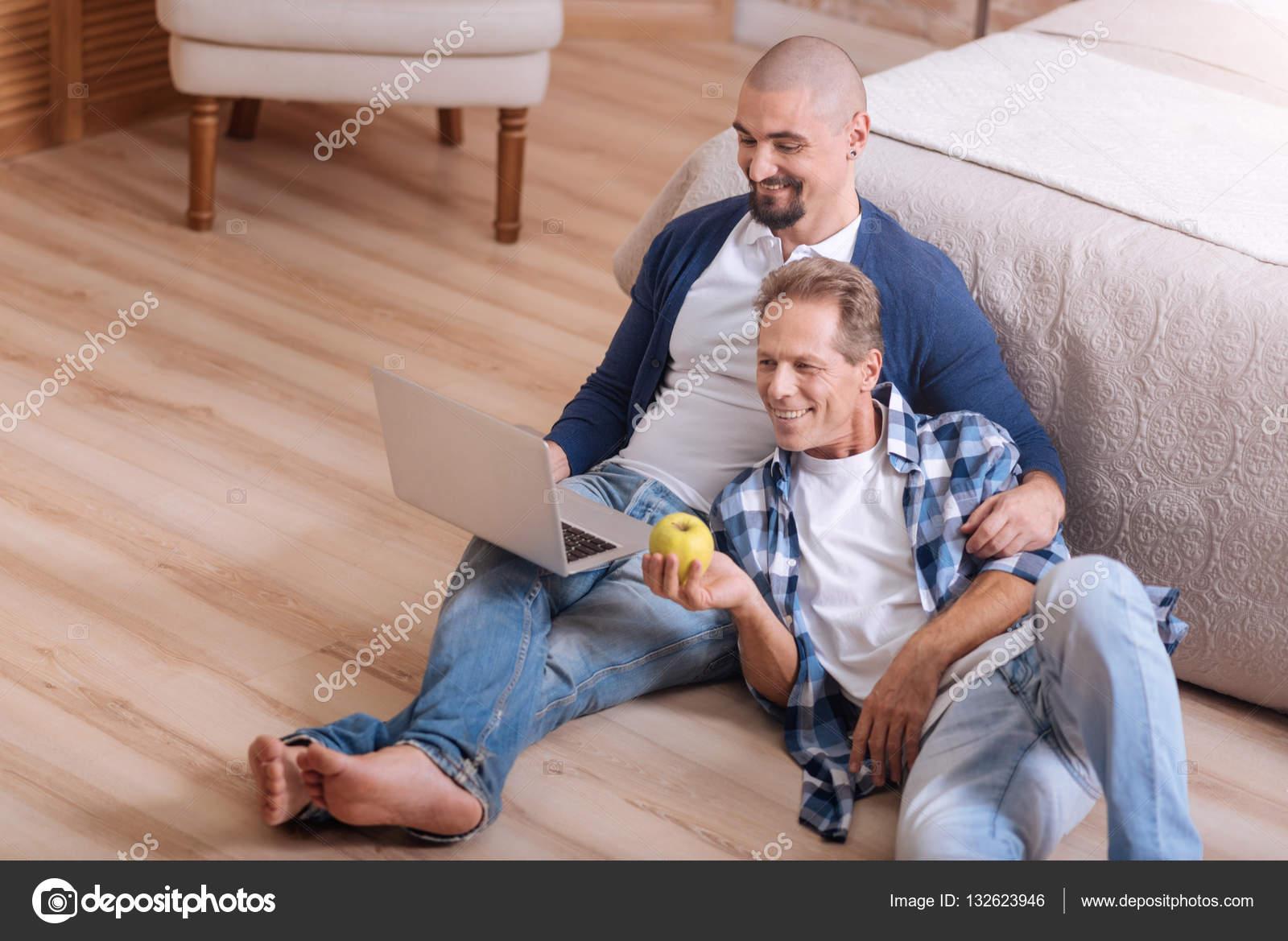 Гомосексуальная онлайн