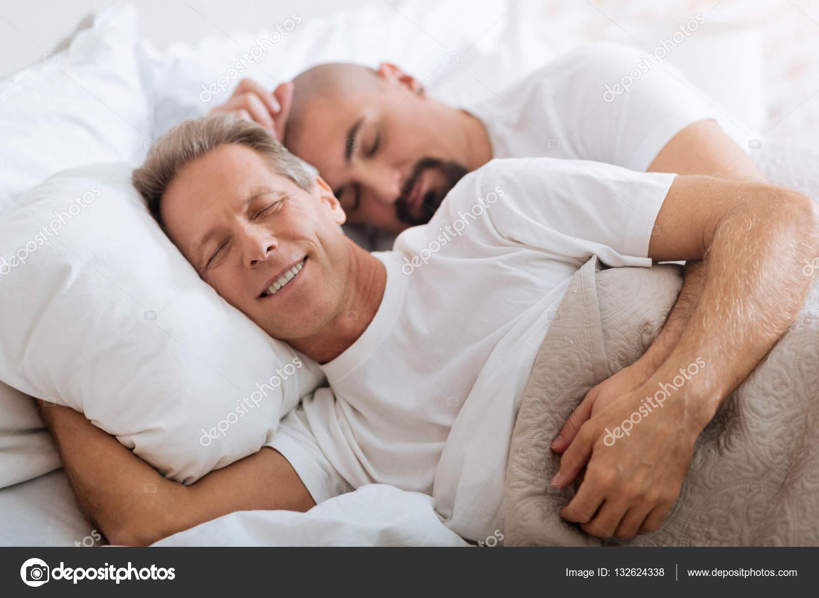 Сын трахнул спяши маму, Спящая мама, порно видео со спящей мамой онлайн 22 фотография