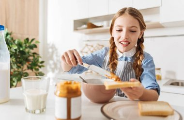 Gorgeous young lady making herself breakfast