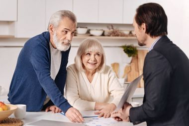 agent advertising the house to elderly couple