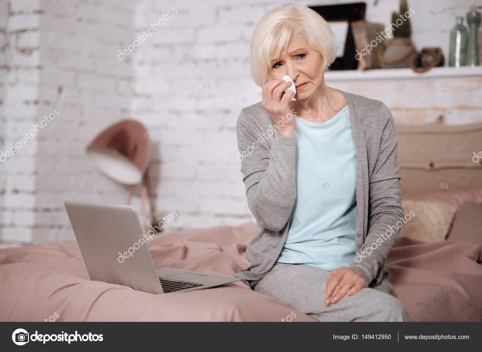 sort avec une femme âgée mauvaise