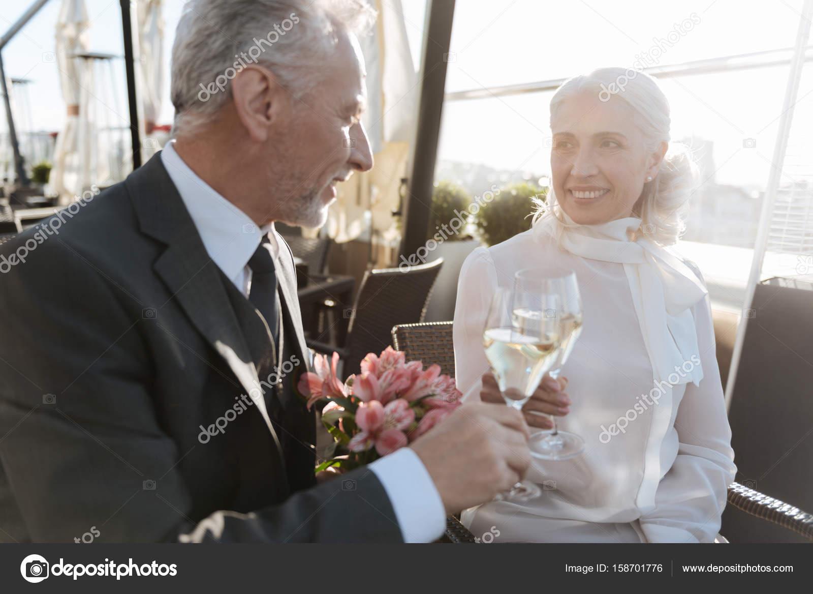 γυναικεία προφίλ ραντεβού site φανταστική τετράδα προξενιό κουίζ