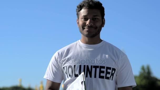 Joyful gewidmet Freiwilligen blätterte bis