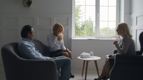 Frustrated wife complaining to psychologist about her husband