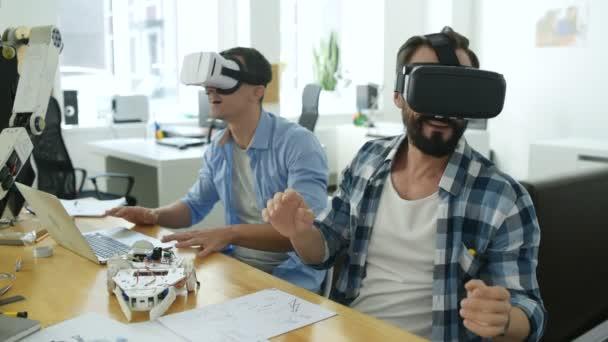 Zblízka s virtuální masky radost konstruktory