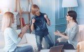 Dospívající chlapec nasráním po psychologické zotavení