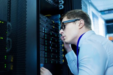 Smart operator working in the data centre