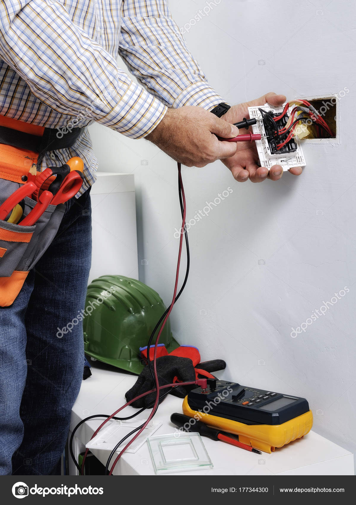 Electrician working in a residential electrical system — Stock Photo ...