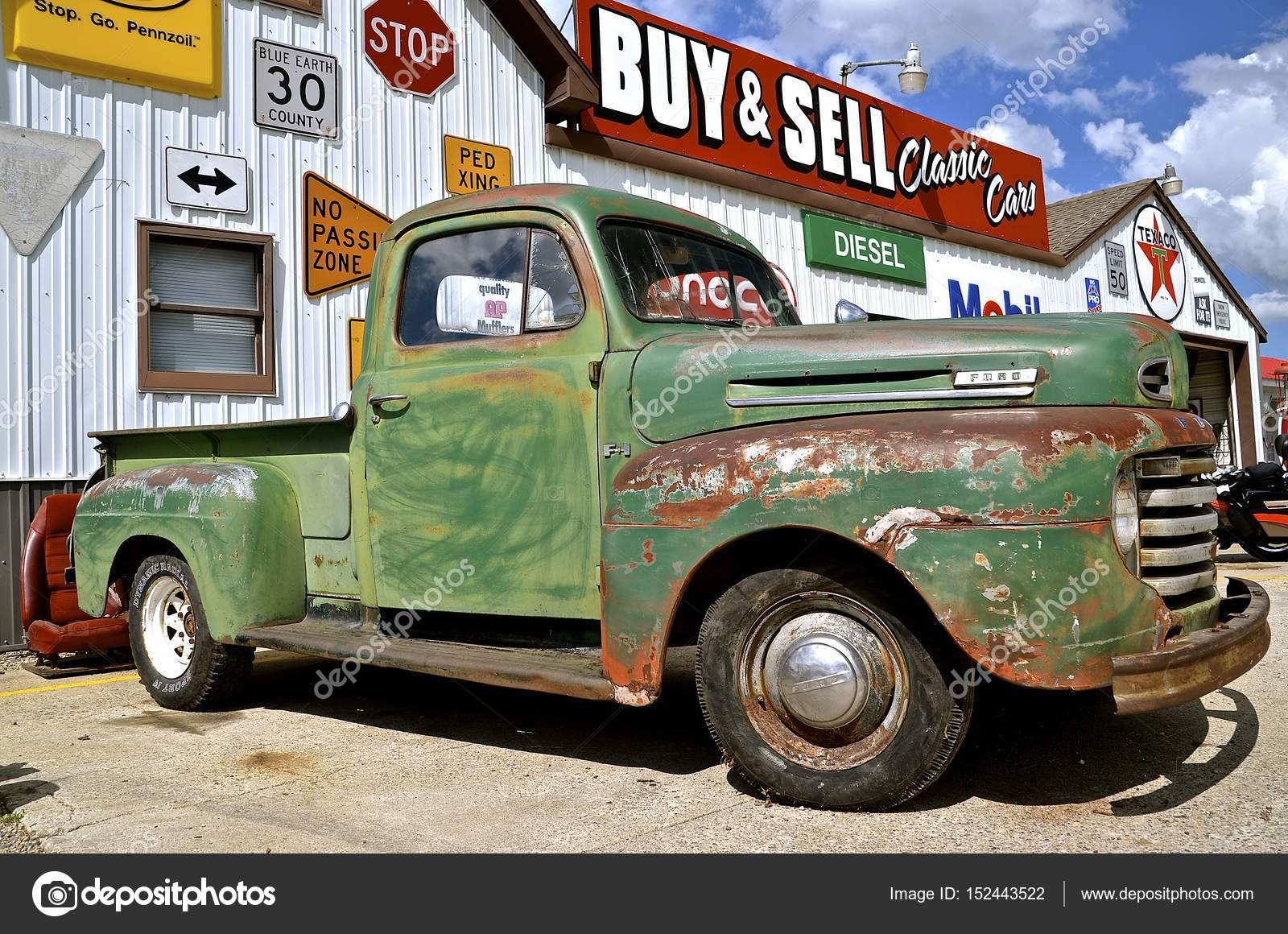 Old Ford Pickup – Stock Editorial Photo © fiskness #152443522
