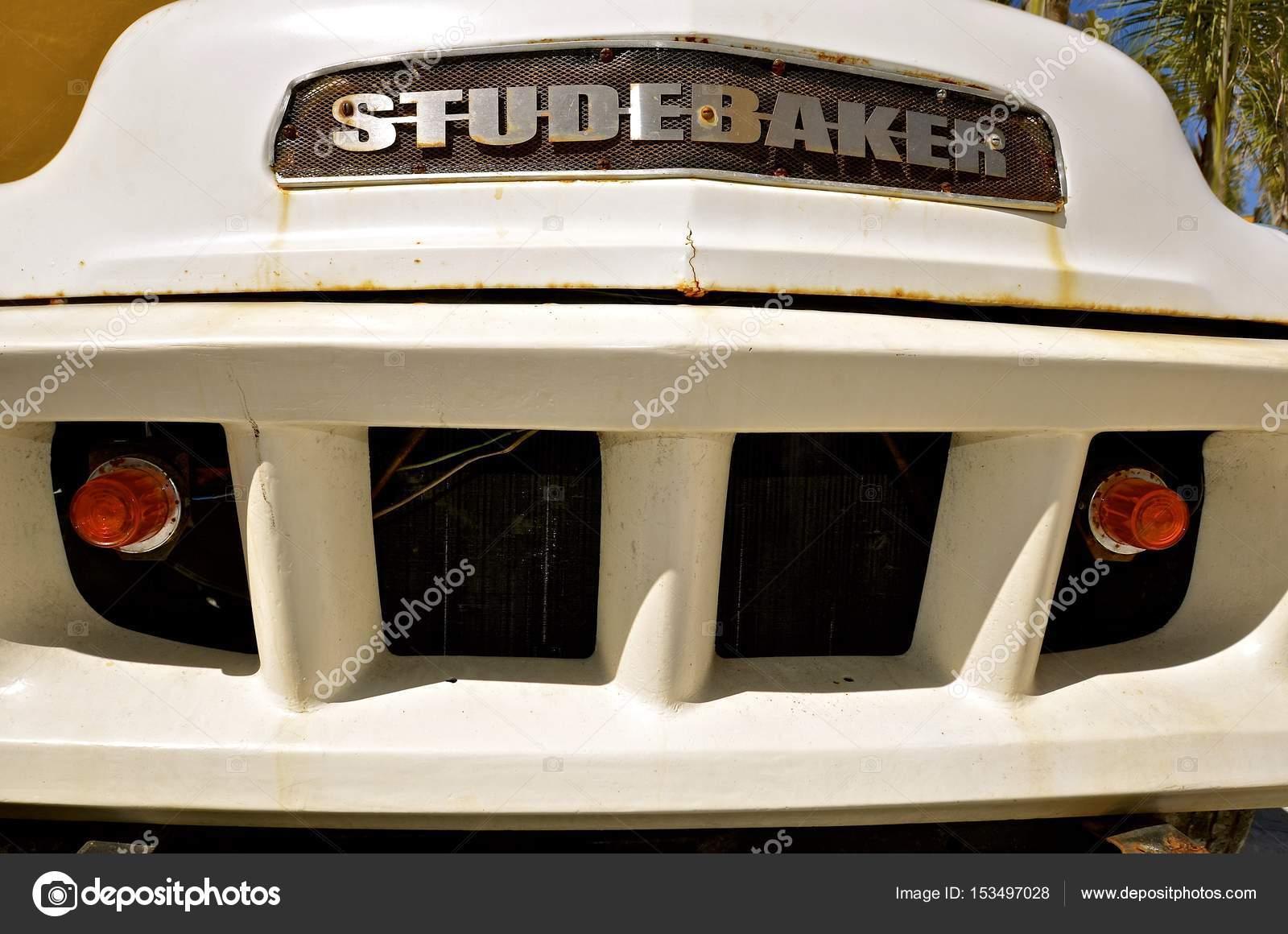 Grelha de Studebaker de uma pick-up dos anos 50 — Fotografia de Stock d5aa8d061a