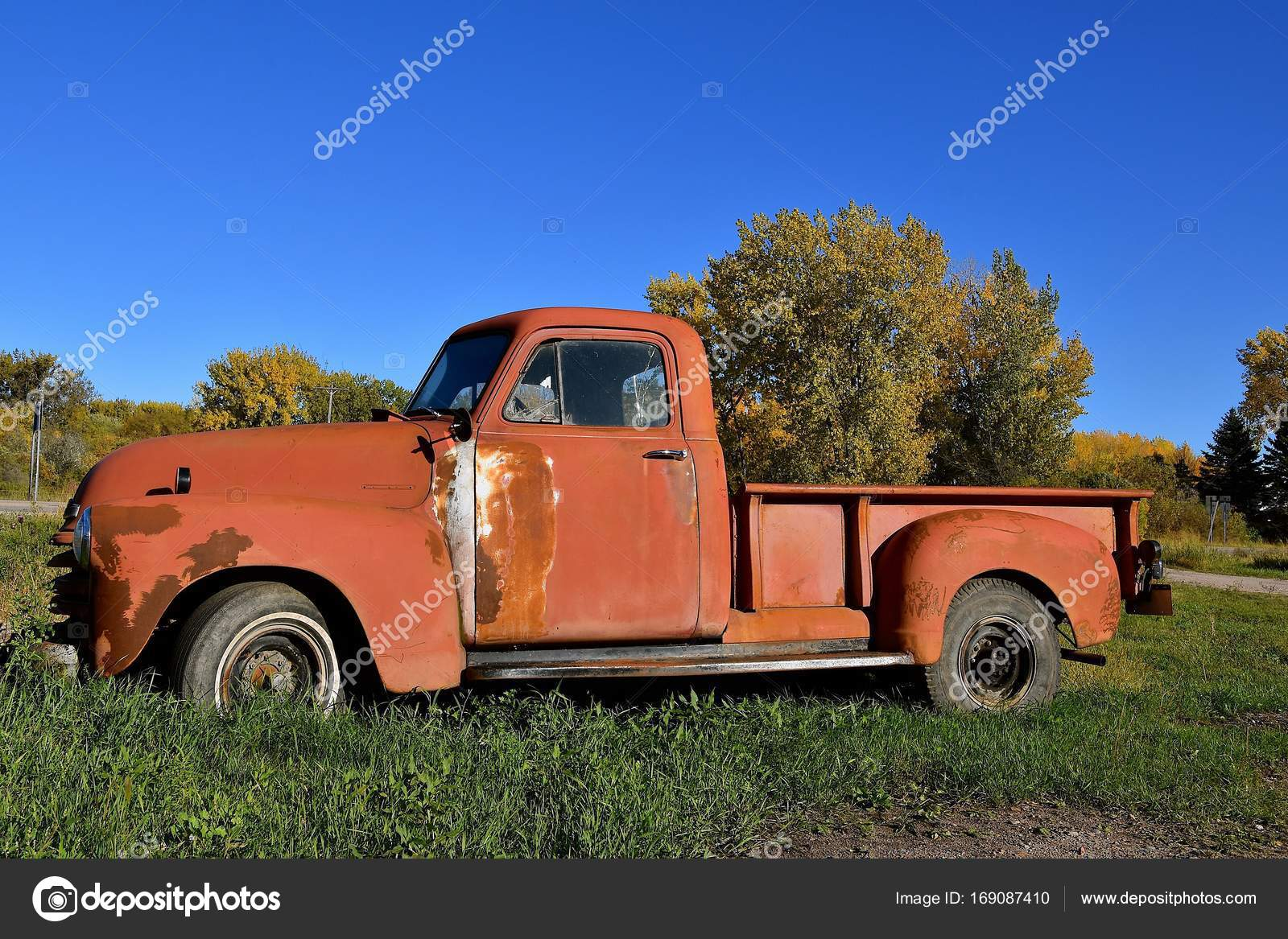 Old rusty Chevy pickup – Stock Editorial Photo © fiskness #169087410