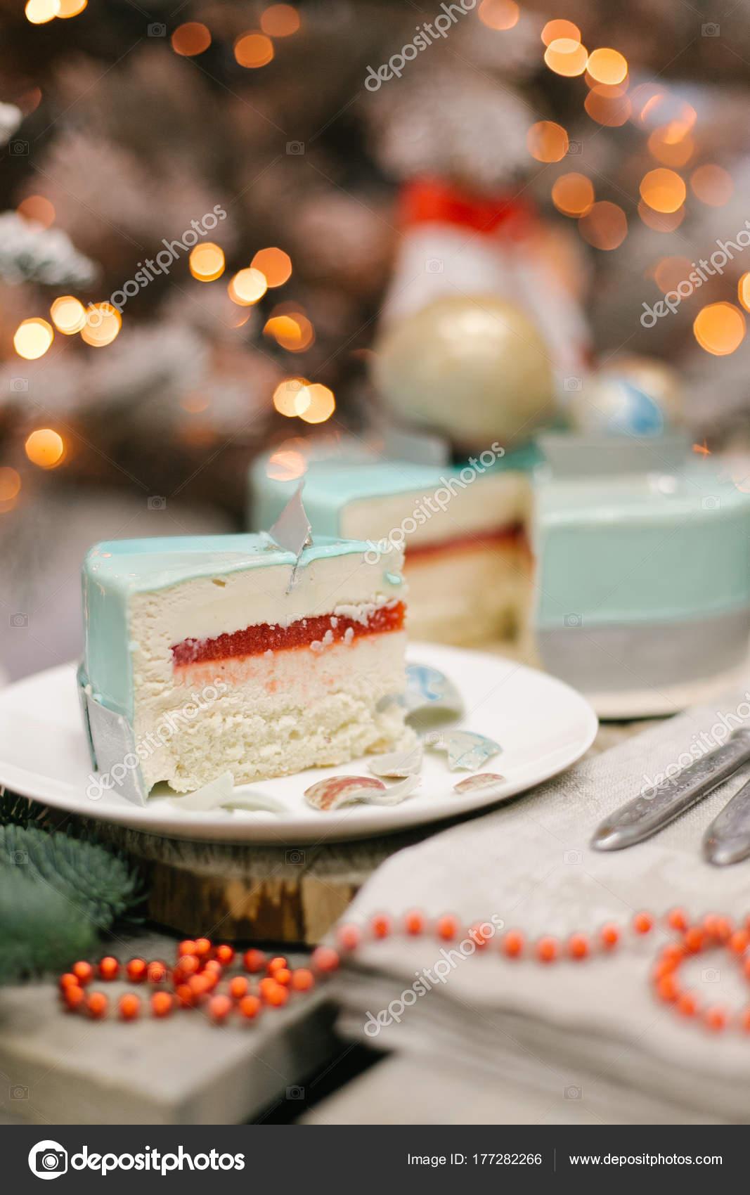 Weihnachten Kuchen Mit Wackelpudding Und Souffle Auf Weissen Teller
