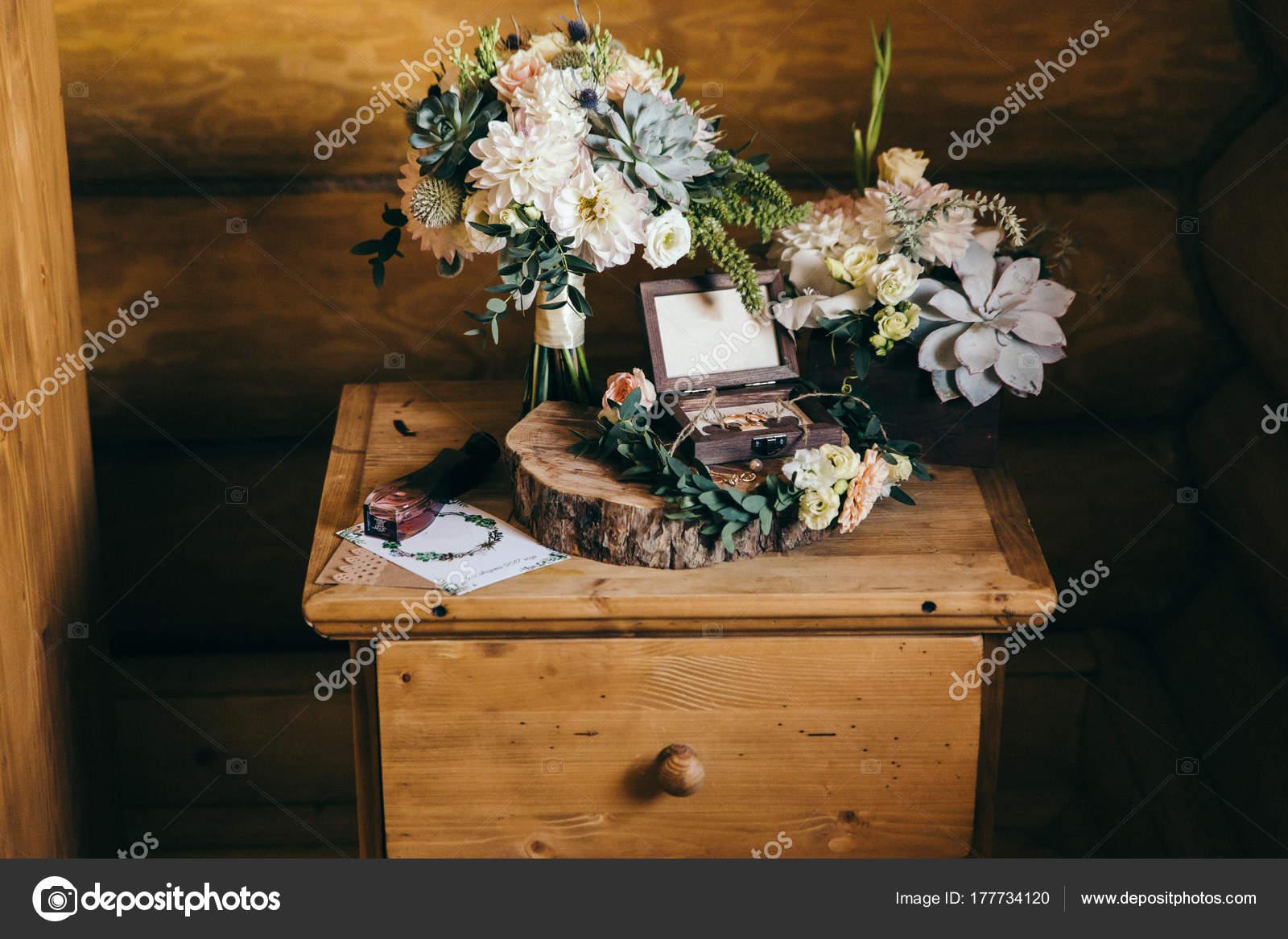 Case Stile Countryfoto : Composizione matrimonio con mazzo anelli stile country u foto