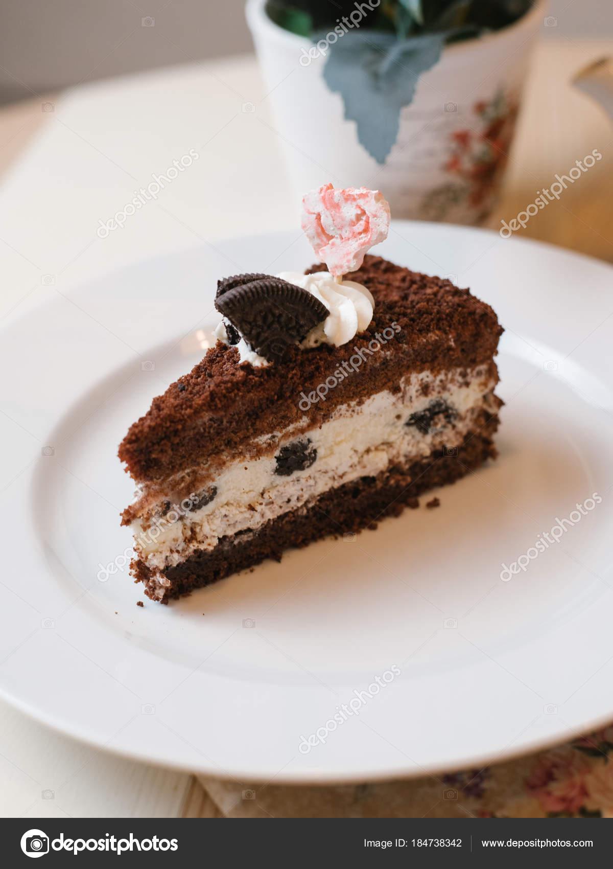 Pastel Chocolate Con Relleno Queso Crema Decorado Con