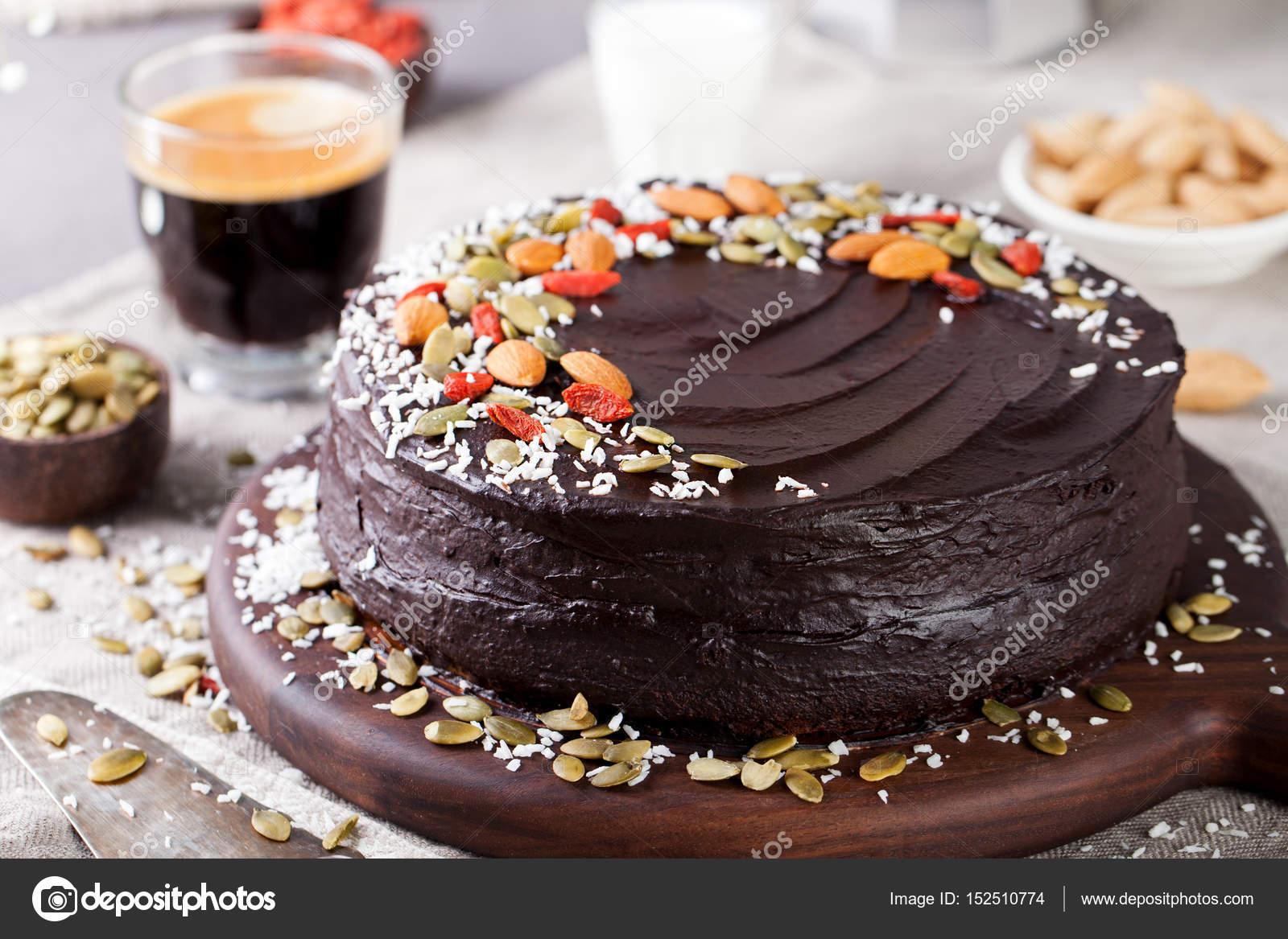 Vegane Schokolade Rüben Kuchen mit Avocado Zuckerguss — Stockfoto ...
