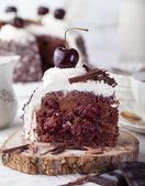 Schwarzwald-Kuchen, Schokolade und Kirschen-dessert.