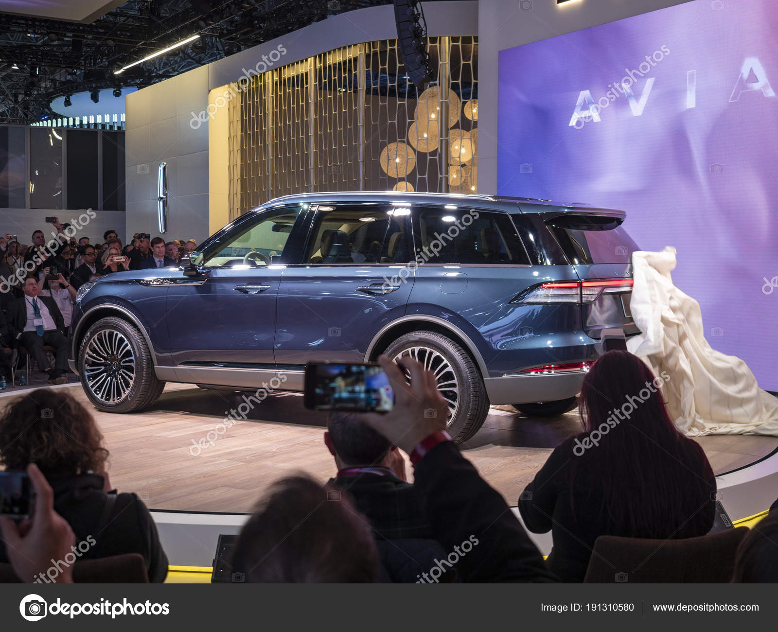Lincoln Aviator debut at the 2018 New York International Auto Show ...