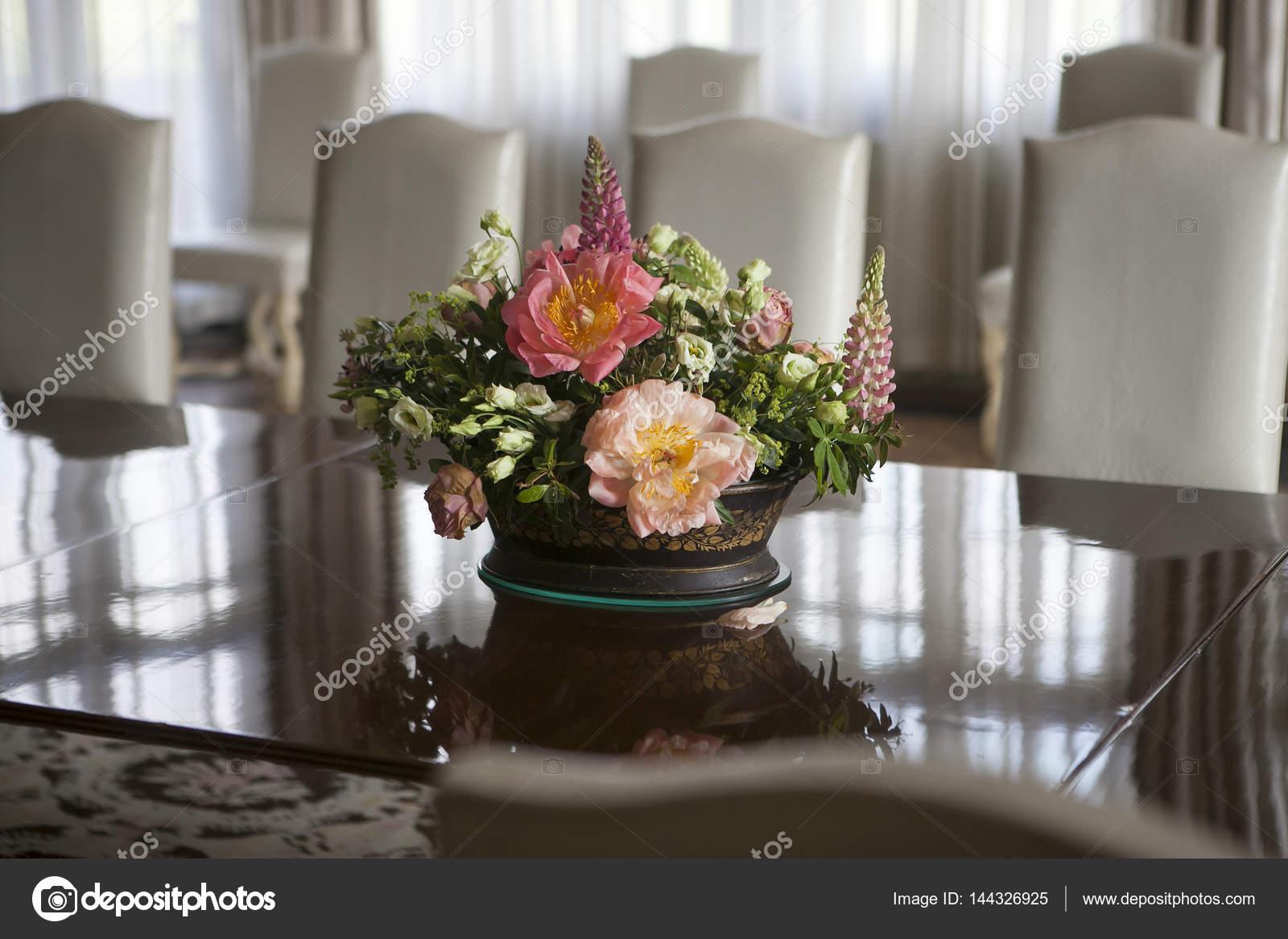 https://st3.depositphotos.com/3268323/14432/i/1600/depositphotos_144326925-stockafbeelding-het-delicate-boeket-van-lelies.jpg