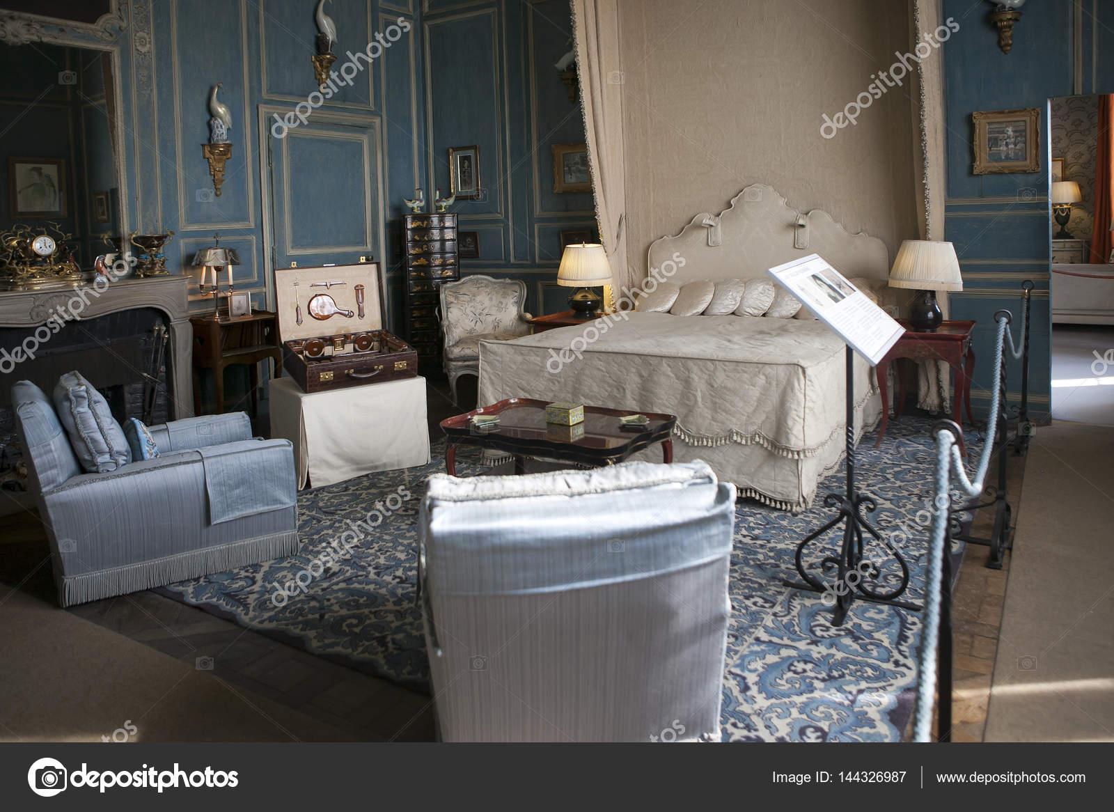 https://st3.depositphotos.com/3268323/14432/i/1600/depositphotos_144326987-stockafbeelding-typische-interieur-van-engelse-kasteel.jpg