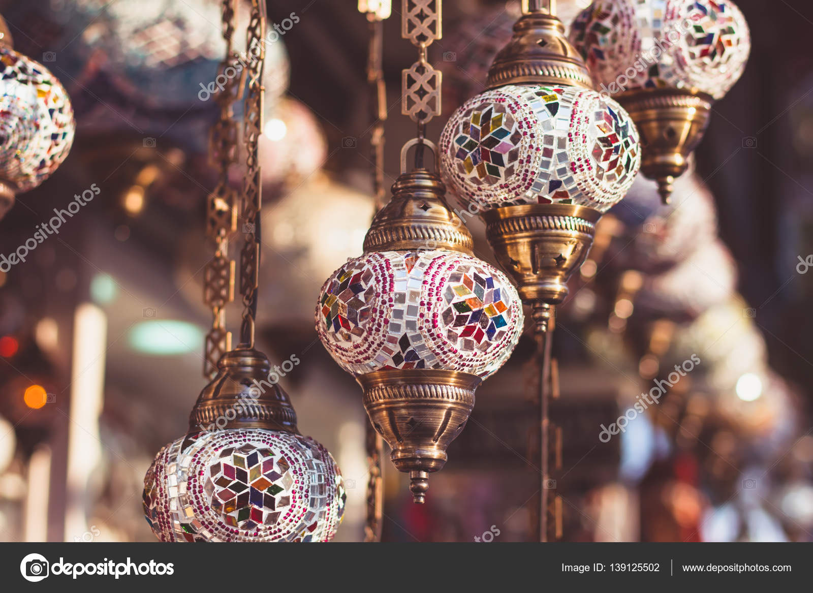 traditionele turkse lampen in straat winkel in istanbul stockfoto