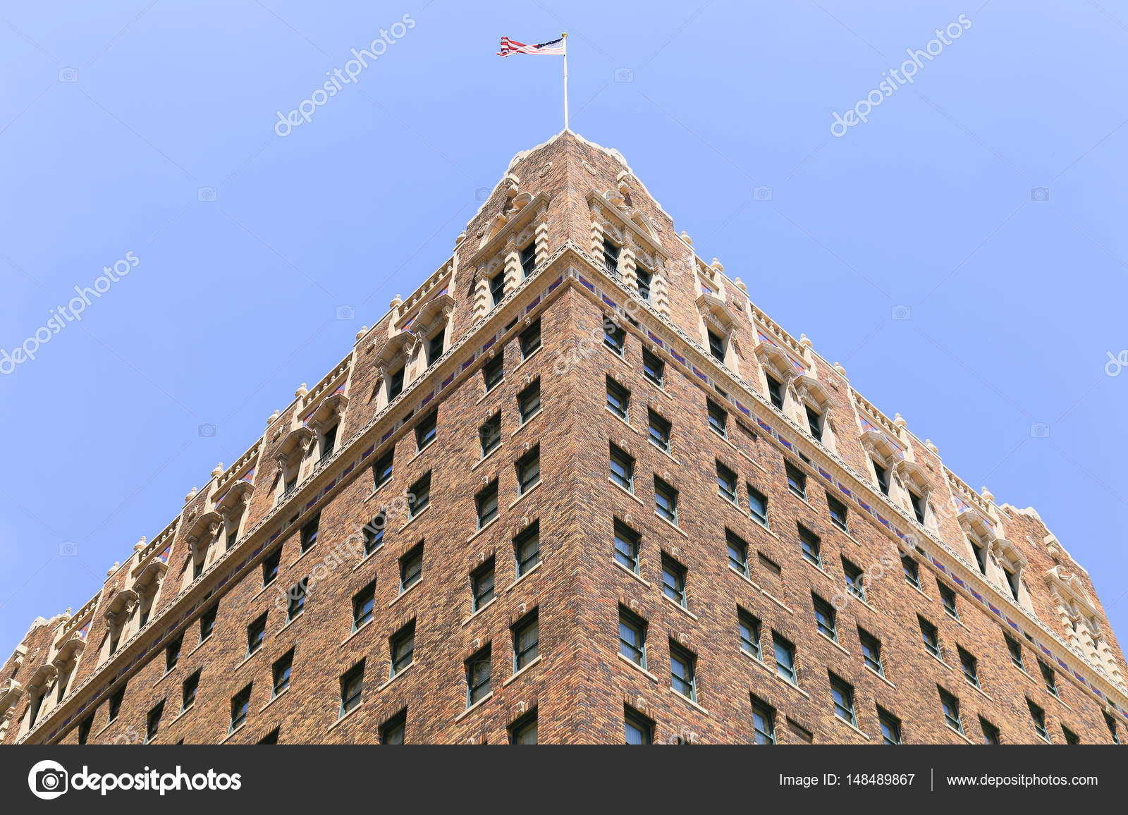 Kansas City, USA   May 21, 2016: Looking Up The Historic Hotel President In  The Power And Light District. U2014 Photo By Mixmotive