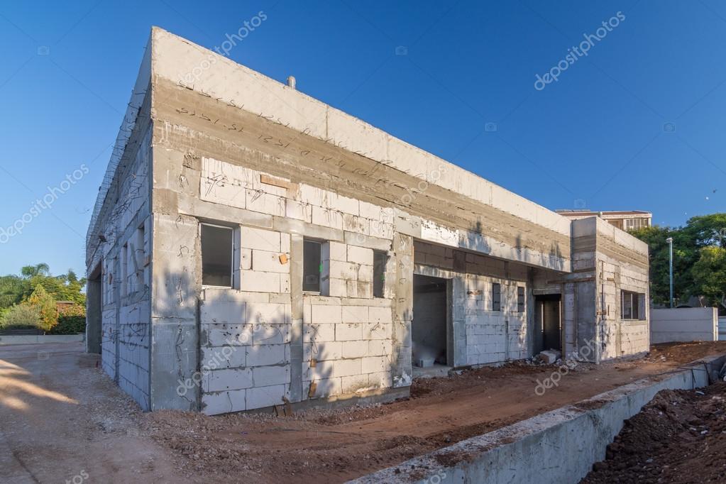 ziegel und beton haus im bau stockfoto dnaveh 124939732. Black Bedroom Furniture Sets. Home Design Ideas