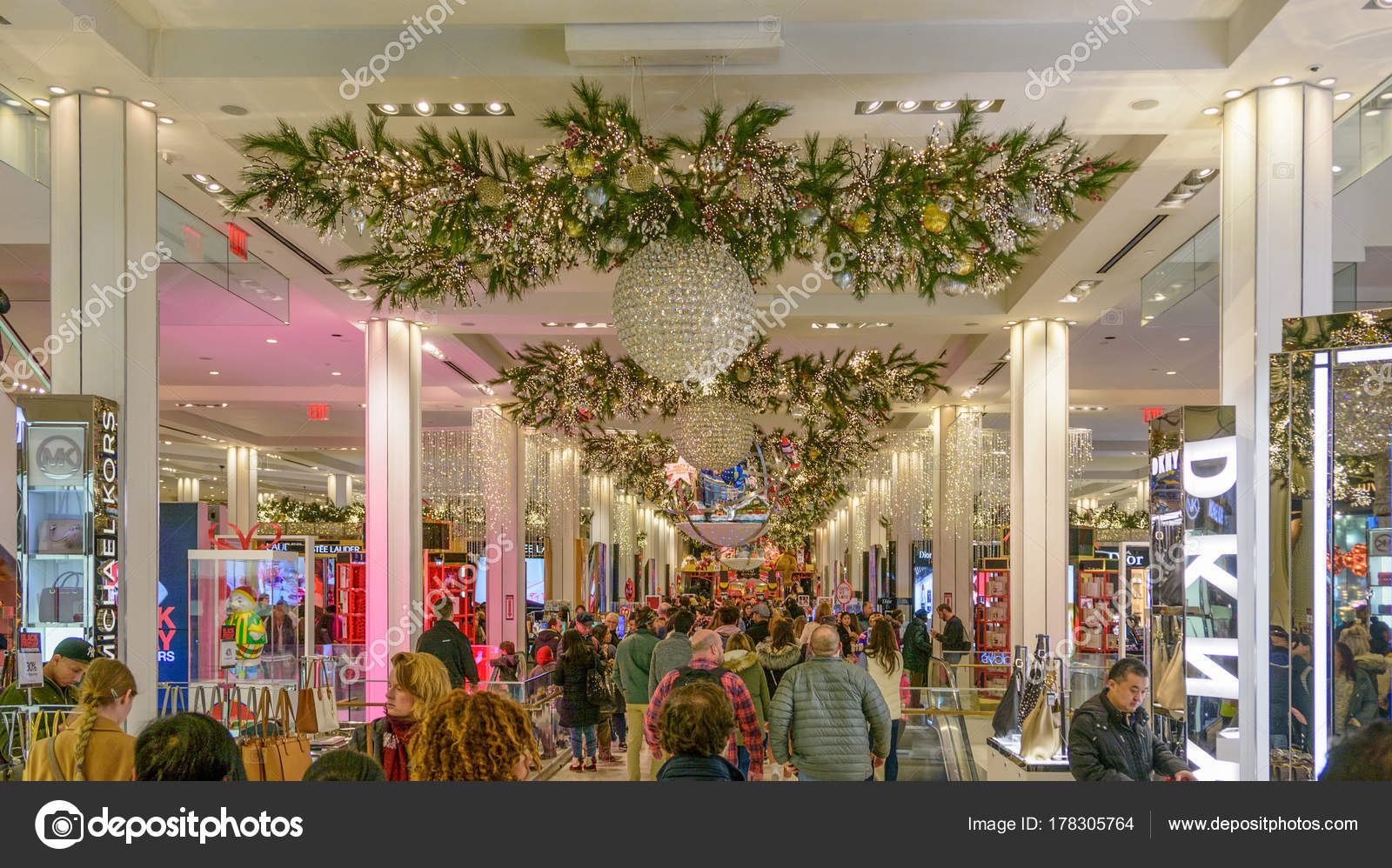 Macy\'s Herald Square store decorated for Christmas – Stock Editorial ...