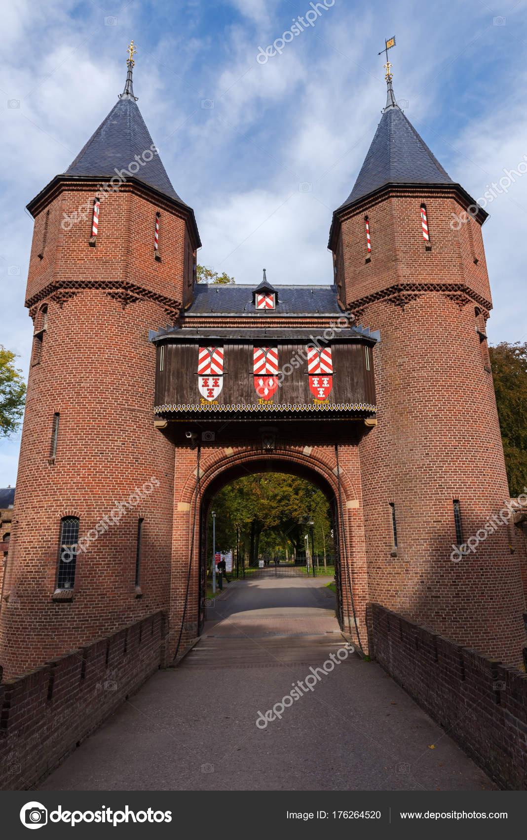 haarzuilens utrecht the netherlands october 8 2016 entrance gate of the medieval castle de haar photo by natap