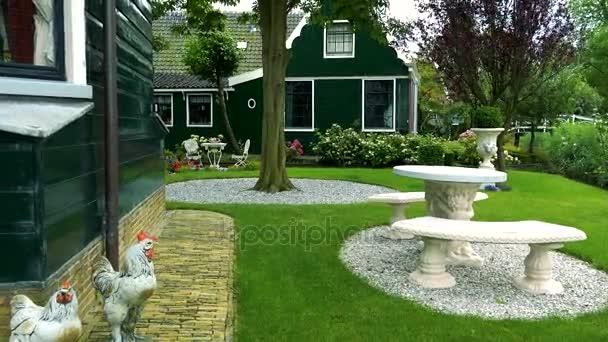 zahrada rodinného domu v malebné čtvrti