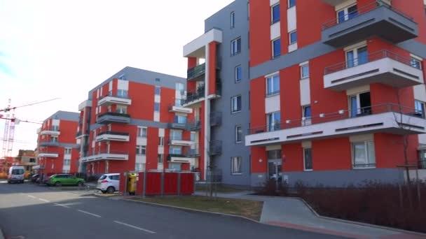 moderní sídliště s zaparkovaných aut