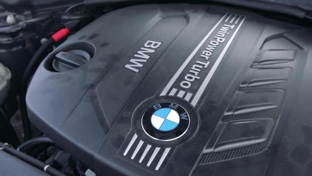 Detailní záběr na motor auta Bmw