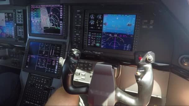Cockpit eines Privatflugzeugs
