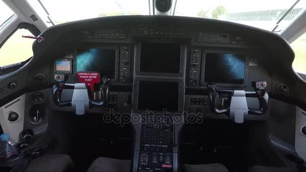 Cockpit-Innenraum von Privatflugzeugen