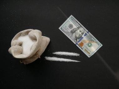 """Картина, постер, плакат, фотообои """"сахар выглядит как кокаин, разделенный на тропинки на черном фоне. сахарная зависимость """", артикул 347238746"""